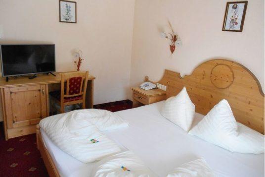 Zimmerbeispiel Hotel Edelweiss